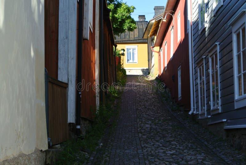 Hemtrevlig liten gata arkivfoton