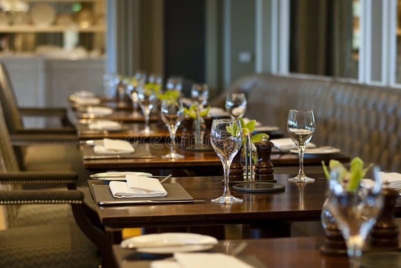 Hemtrevlig restaurang royaltyfri bild