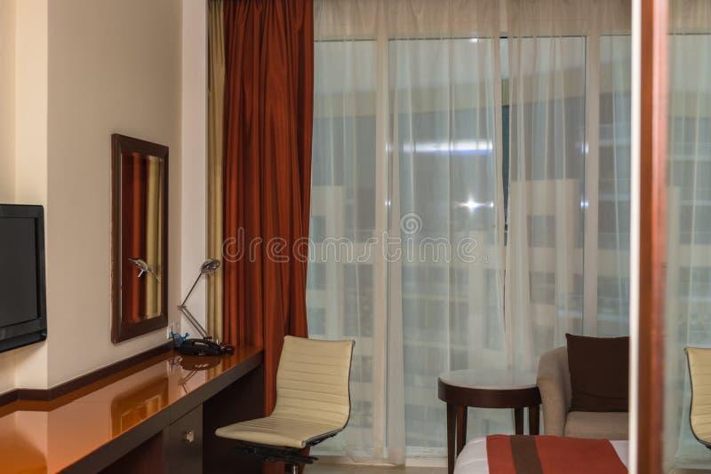 hemtrevligt hotellrum royaltyfria bilder