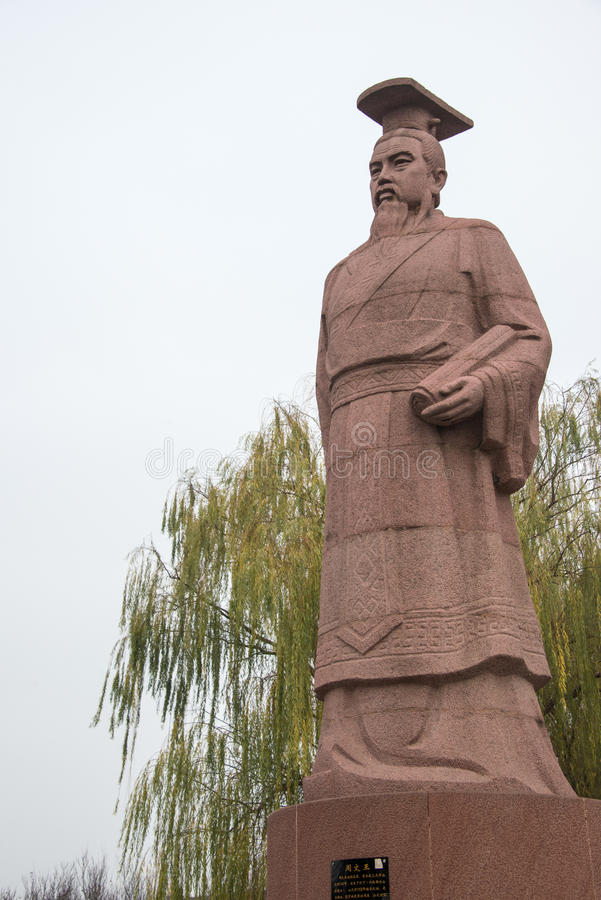 HENAN, CHINA - 28 DE NOVEMBRO DE 2014: Estátua do rei Wen de Zhou em Youlic foto de stock royalty free