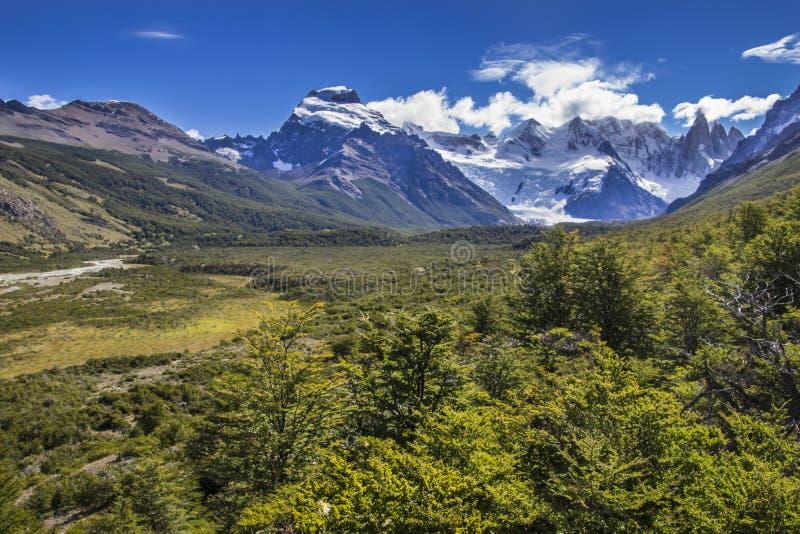 Hendiduras en el glaciar de Cerro Torre dentro de los glaciares parque nacional, la Argentina imagen de archivo