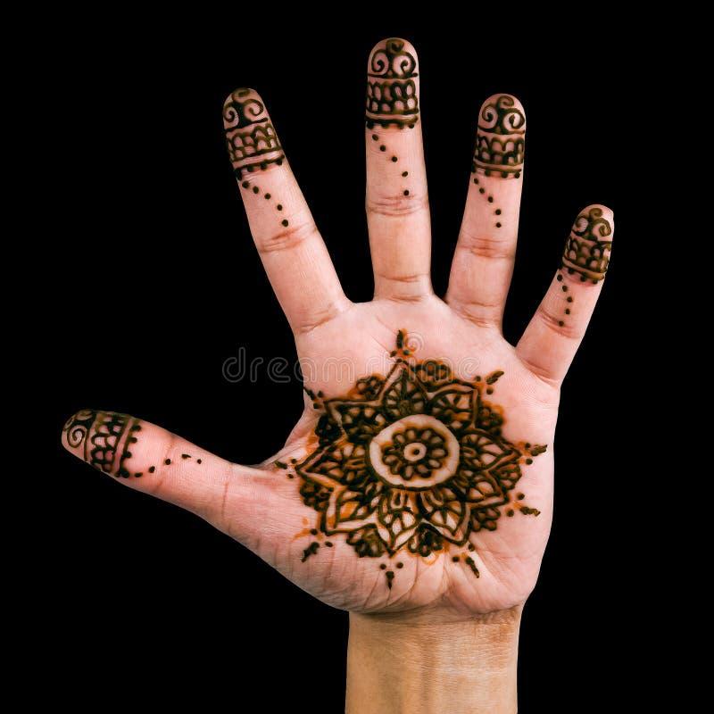 Henna σχέδιο στην παλάμη του χεριού - που απομονώνεται στο Μαύρο στοκ φωτογραφία