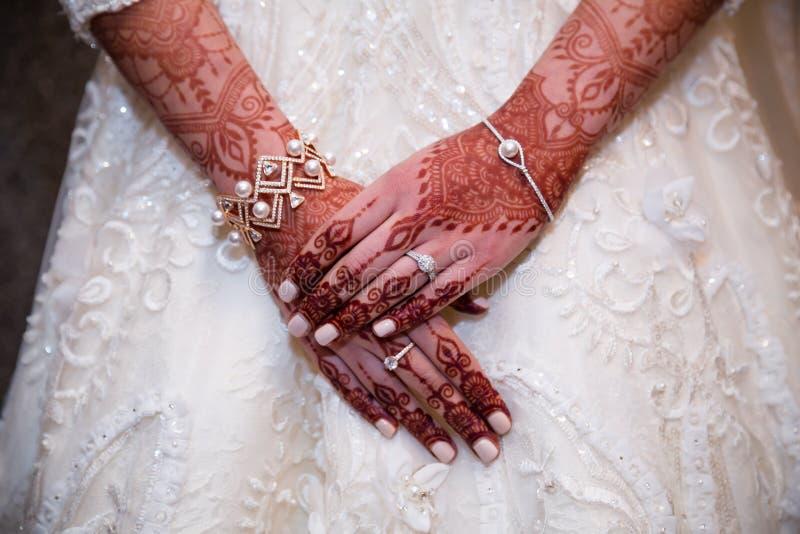 Henna hands cloe up anf indian bride royalty free stock photos