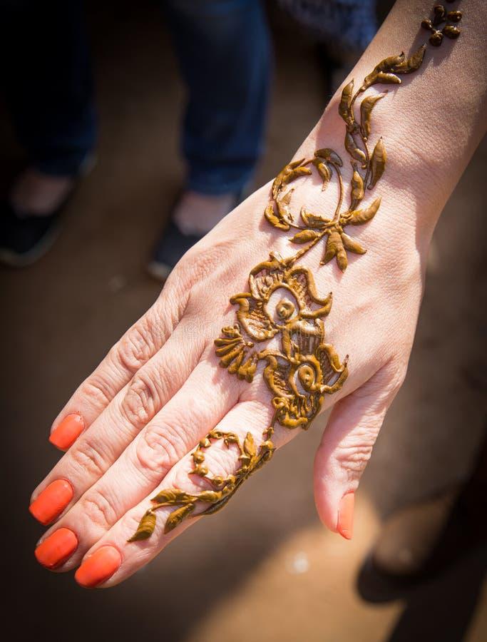 Henna op een huid voor een tijdelijke tatoegering royalty-vrije stock fotografie