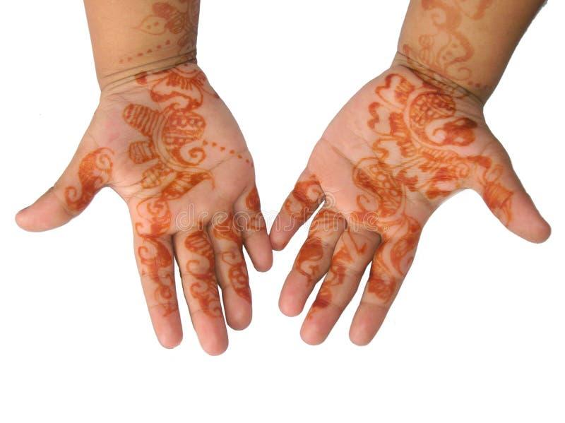 Hennastrauchtätowierung auf Händen eines kleinen Mädchens lizenzfreies stockbild