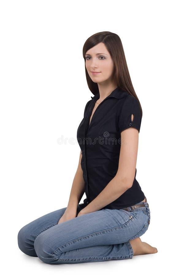 henne knä som sitter kvinnan arkivbild
