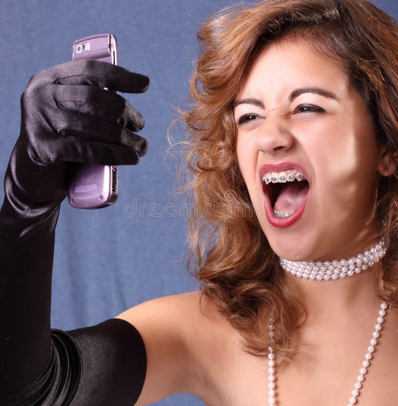henne skrikig kvinna för telefon arkivfoton
