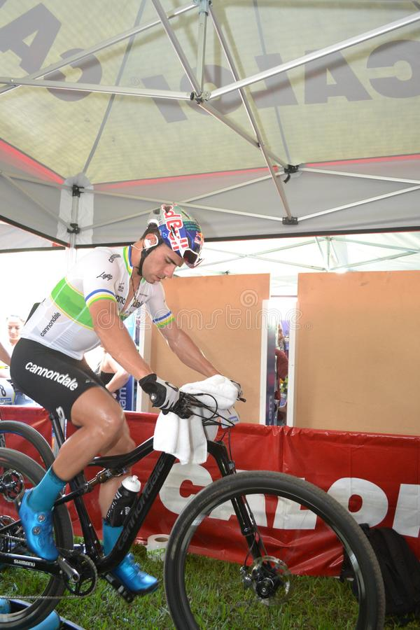Henrique Avancini v?rldsm?stare f?r brasilian UCI MTB XCC i 2018 royaltyfria foton