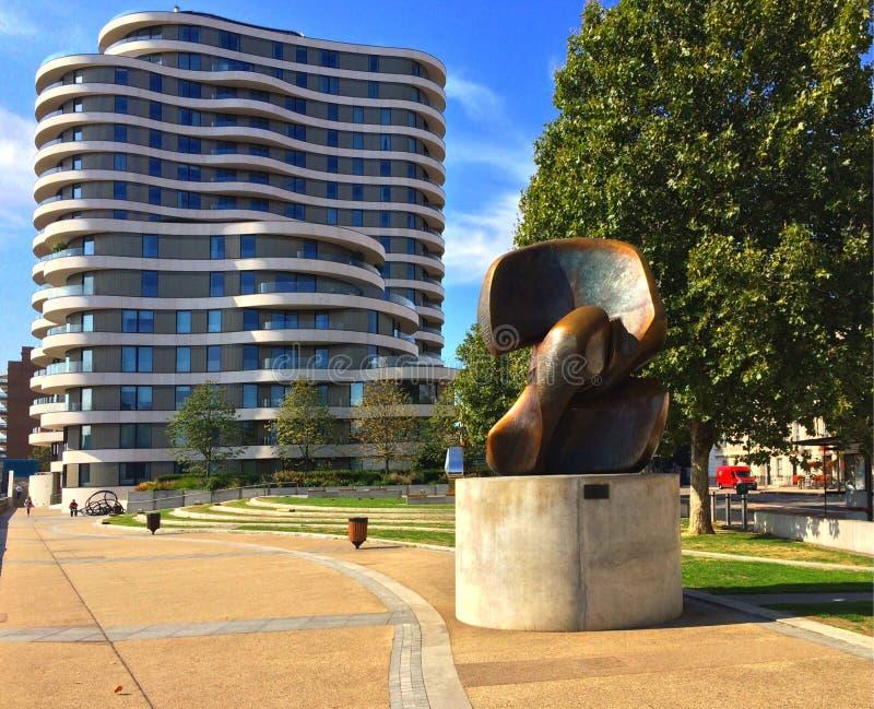 Henry Moore Sculpture Locking Pieces imágenes de archivo libres de regalías