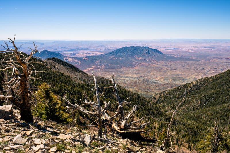 Henry Mountains bonito no deserto de Utá foto de stock royalty free