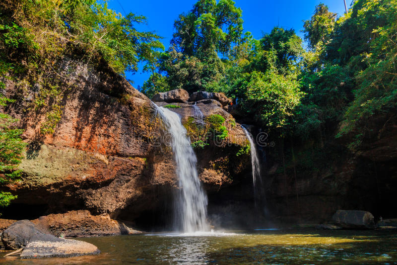 Heo Suwat Waterfall i den Khao Yai nationalparken arkivfoto