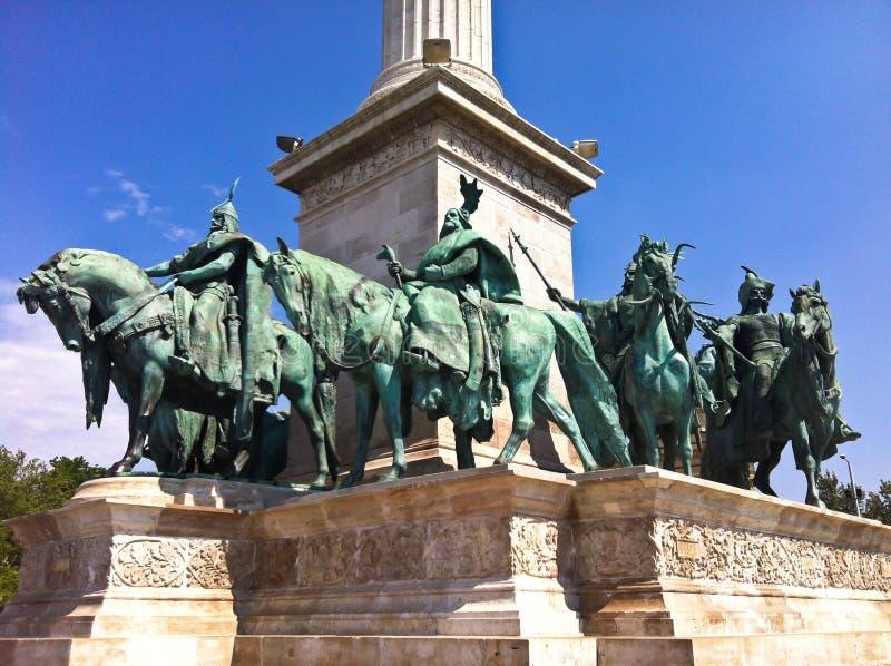 Download Heróis de Budapest foto de stock. Imagem de medieval - 26523930