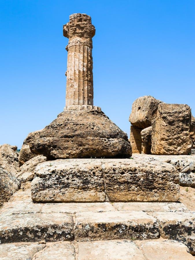 Heracles寺庙的多利安人的专栏在阿哥里根托 库存照片