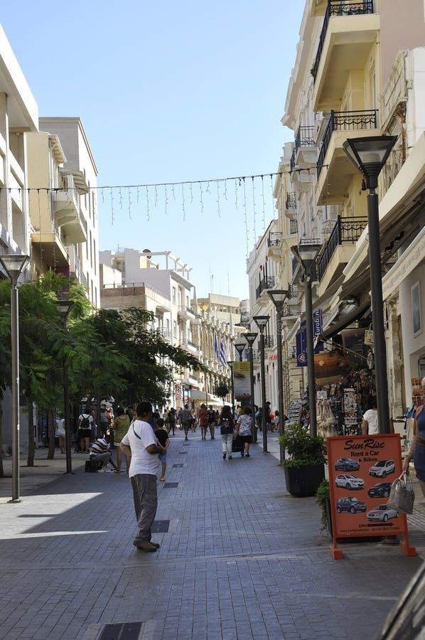 Heraklion, el 5 de septiembre: Street View del centro de la ciudad Heraklion en la isla de Creta de Grecia foto de archivo