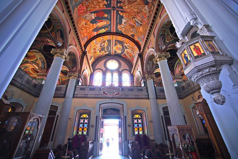 Heraklion, Grecia, el 25 de septiembre de 2018, opinión interior el santo Minas Cathedral en el centro histórico imagenes de archivo