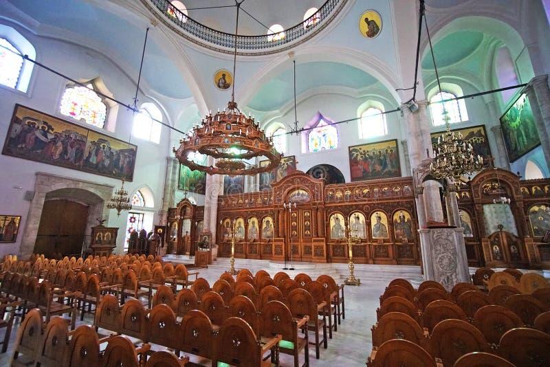 Heraklion Grekland, 25 September 2018, inre sikt av kyrkan av Agios Titos som ?r en h?rlig ortodox kyrka arkivfoto