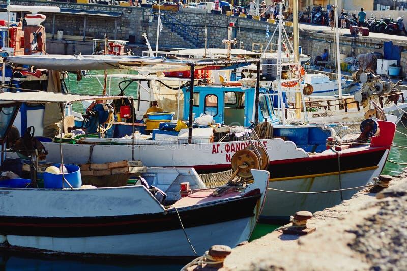 Heraklion, Kreta, Griekenland - September 5 2017: Mening van de oude Venetiaanse haven en de boten stock fotografie