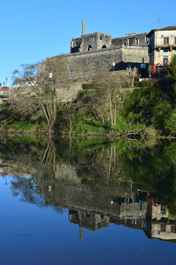 Herança histórica de Barcelos e o rio imagens de stock royalty free