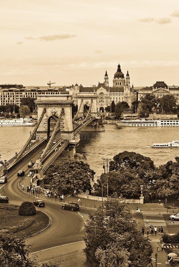 Herauf Ansicht der Kettenbrücke Budapest lizenzfreies stockfoto