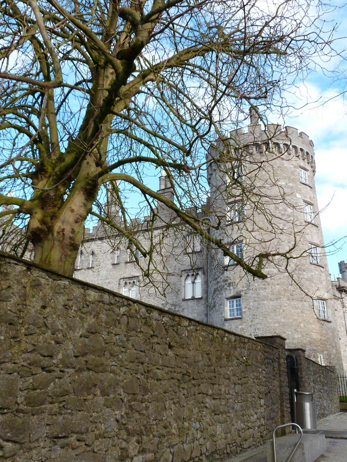 Herauf an Kilkenny-Schloss lizenzfreies stockfoto