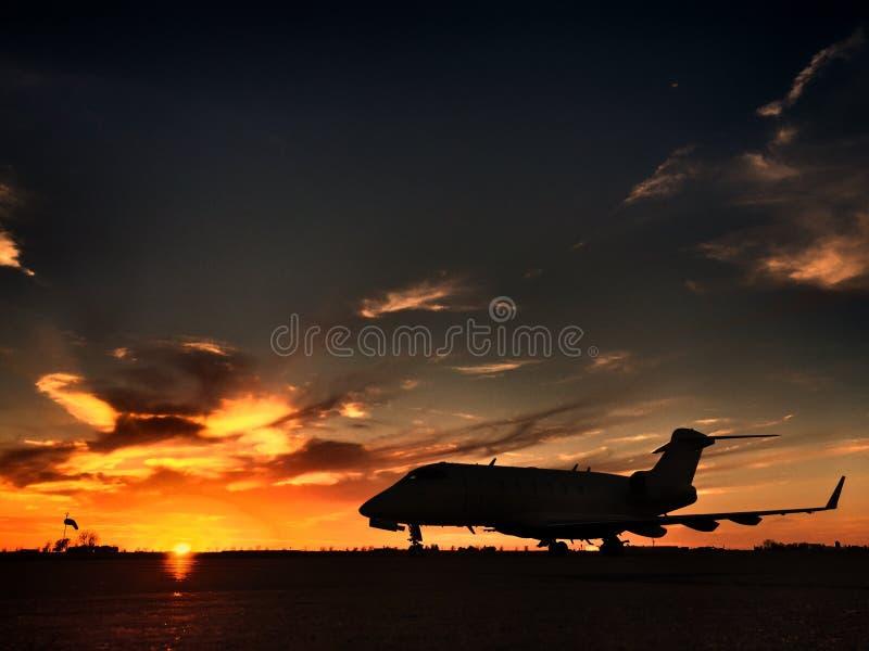 Herausforderer-Charterflugzeug des Bombenschützen-CRJ lizenzfreies stockfoto