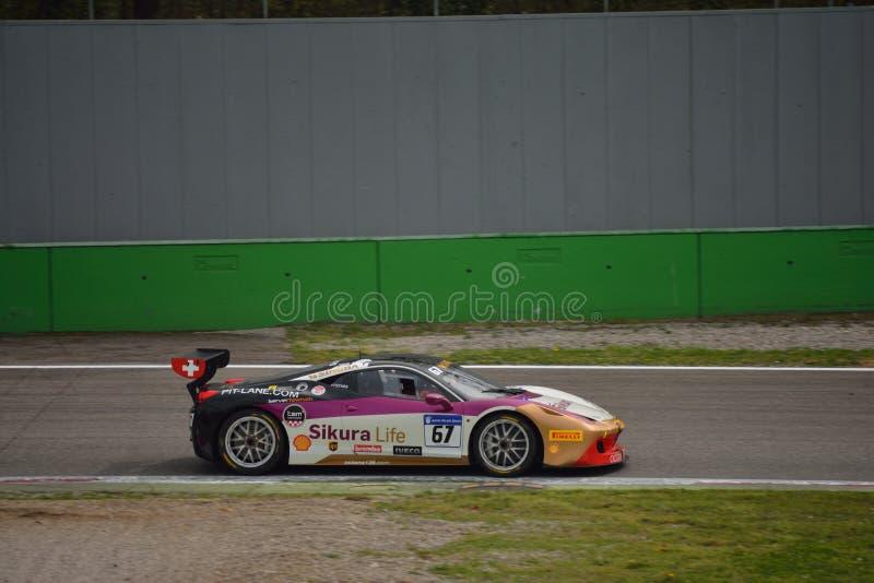 Herausforderung Evo James Fischer Ferraris 458 in Monza stockfotos