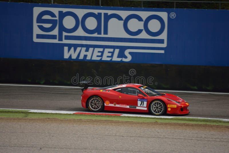 Herausforderung Evo Roman Yakuskin Ferraris 458 in Monza lizenzfreies stockbild