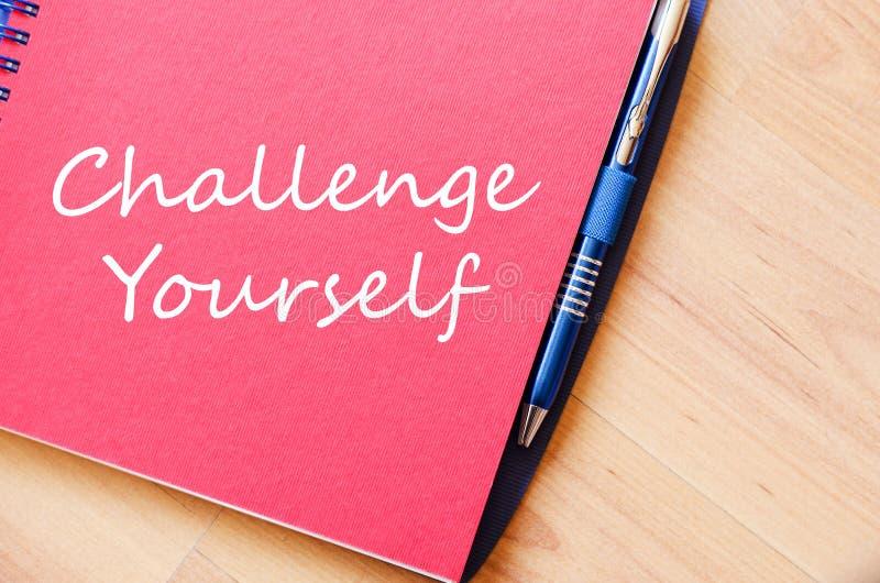 Herausforderung sich schreiben auf Notizbuch stockbild