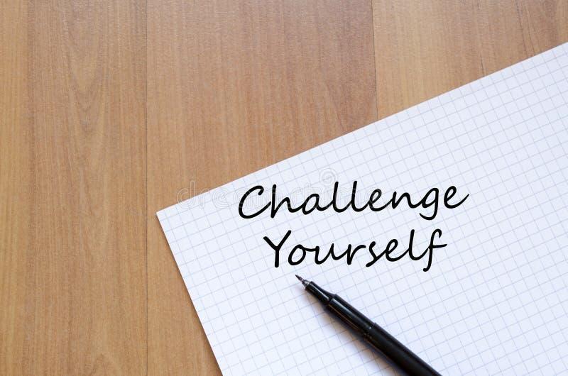 Herausforderung sich schreiben auf Notizbuch lizenzfreie stockfotografie
