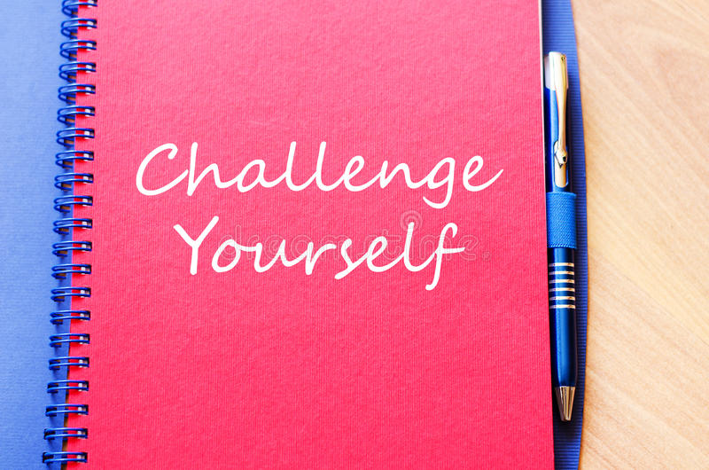 Herausforderung sich schreiben auf Notizbuch stockbilder