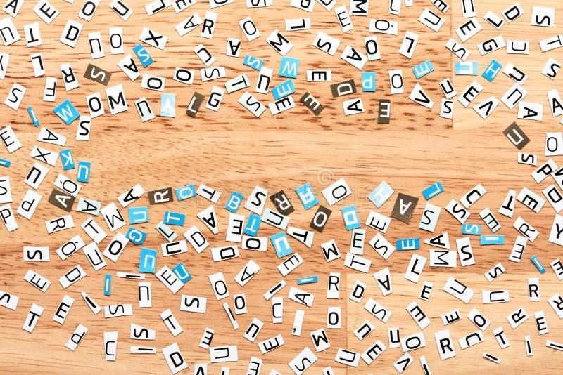 Herausgeschnittene Buchstaben lizenzfreie stockbilder