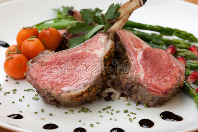 Herb Crusted Lamb Chops foto de stock