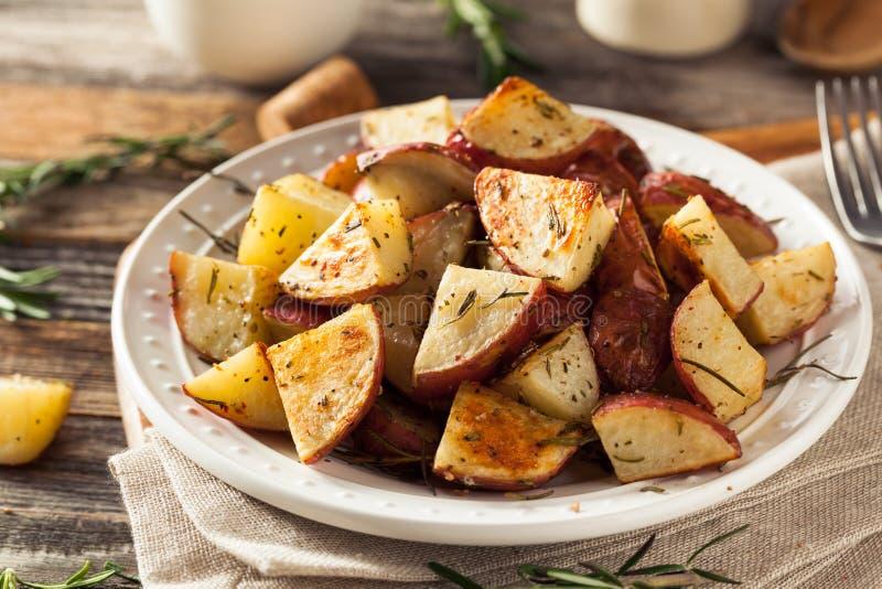 Herb Red Potatoes asado hecho en casa fotos de archivo