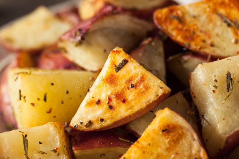 Herb Red Potatoes rôti fait maison photographie stock libre de droits