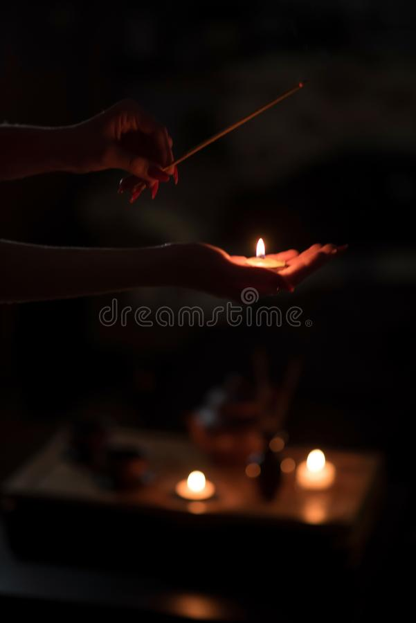 Herbaciana ceremonia z świeczkami fotografia stock