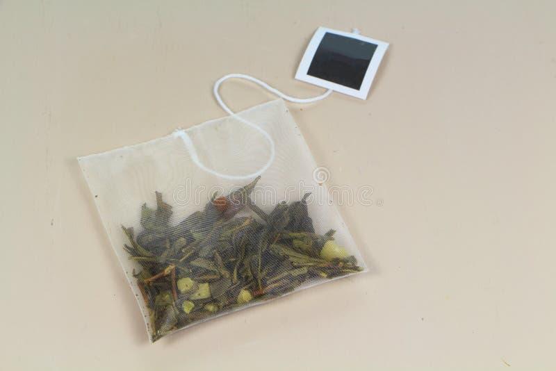 Herbaciana torba z zieloną herbatą zdjęcie stock