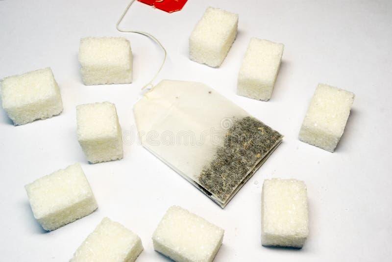 Herbaciane torby na białym papierze z liczbą lying on the beach kawałki cukier obraz royalty free