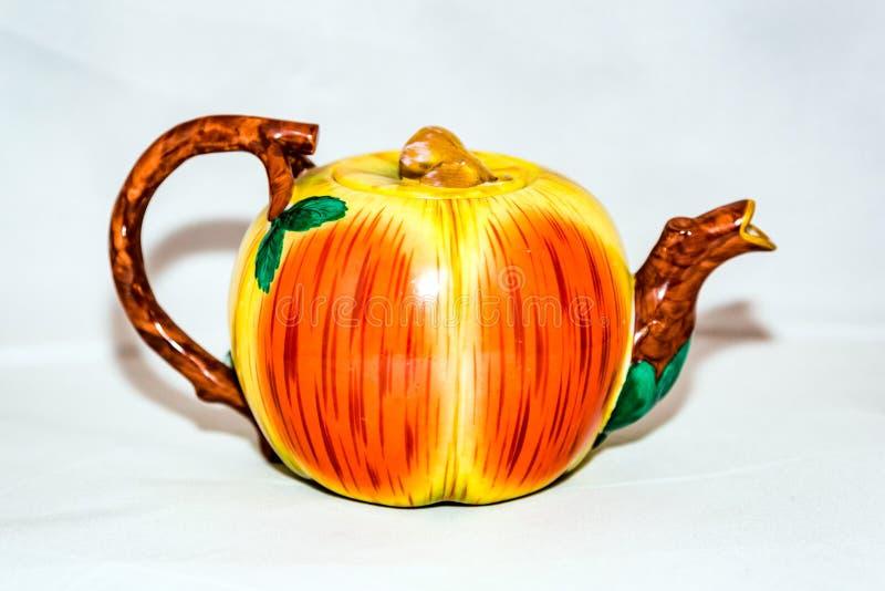 Herbaciany czajnik dla gorącej herbaty fotografia royalty free