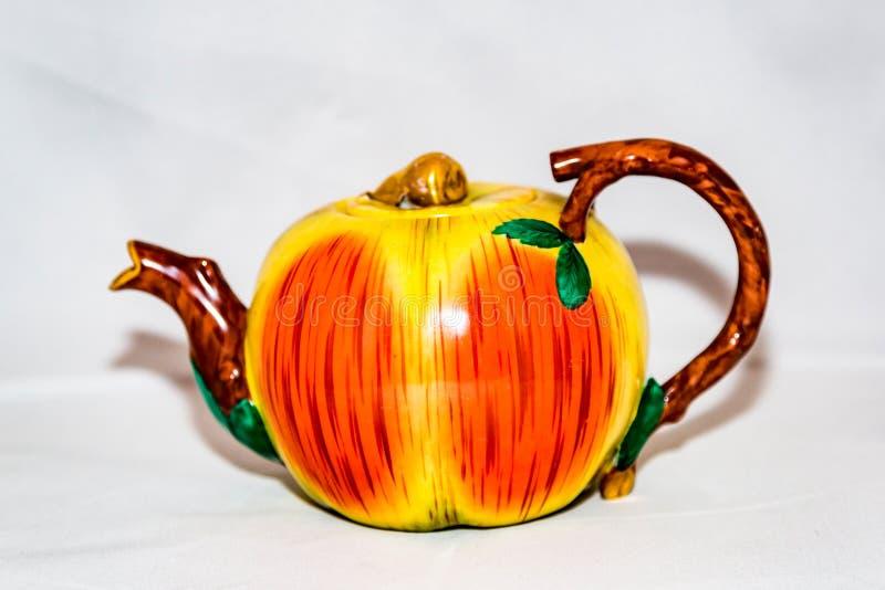 Herbaciany czajnik dla gorącej herbaty zdjęcia royalty free