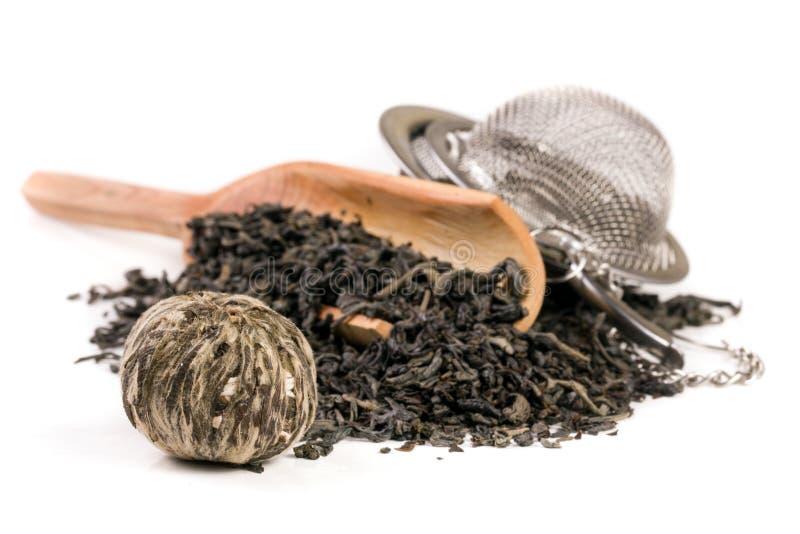 Herbaciany durszlak z drewnianą łopatą odizolowywającą na białym tle obraz royalty free