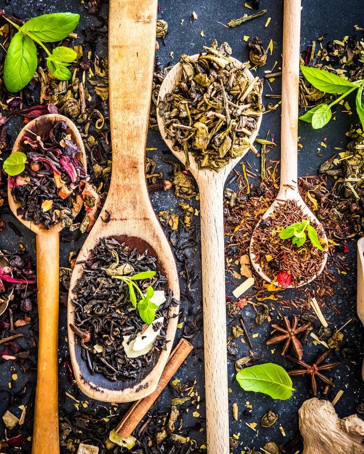Download Herbata na czerń stole zdjęcie stock. Obraz złożonej z greenbacks - 53790432