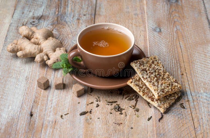 Herbata od imbiru zboża i korzenia ciastek obraz royalty free