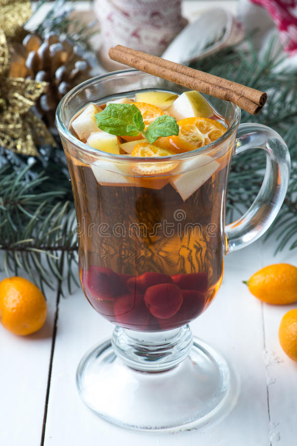 Herbata z owoc i cynamonem fotografia stock