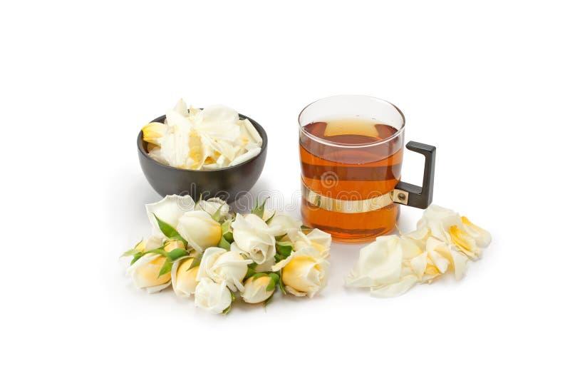 Download Herbata Z Różanymi Płatkami Obraz Stock - Obraz złożonej z piękno, kopiasty: 57660921
