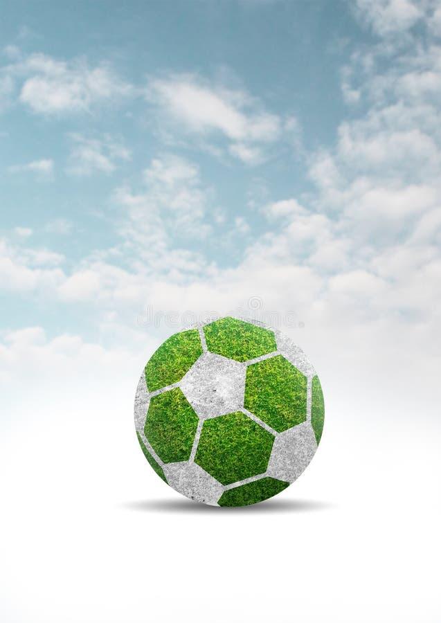 Herbe verte de conception de ballon de football sur le ciel bleu de nuages illustration libre de droits