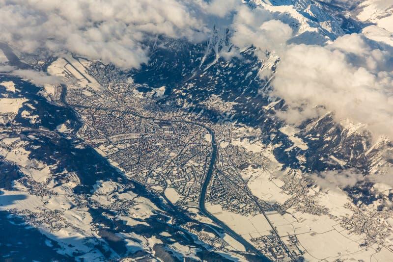 Herbergenvallei in Oostenrijk met stad van Innsbruck in de Winter - royalty-vrije stock foto's