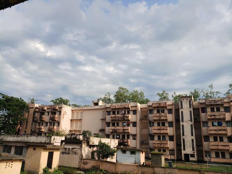 Herbergesgebäudeansicht mit schönem Himmel stockbilder