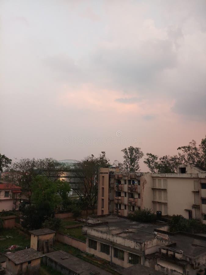 Herbergesgebäudeansicht mit schönem Himmel lizenzfreies stockfoto