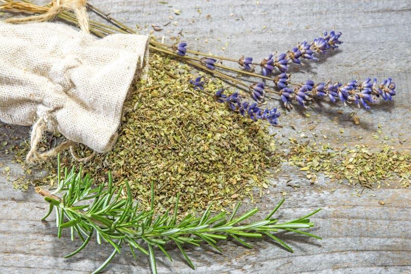 Herbes de la Provence, de la lavande et du romarin images libres de droits