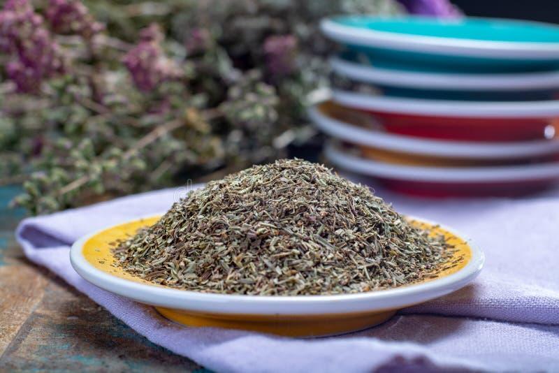 Herbes De Provence, mélange des herbes sèches a considéré typique de images libres de droits